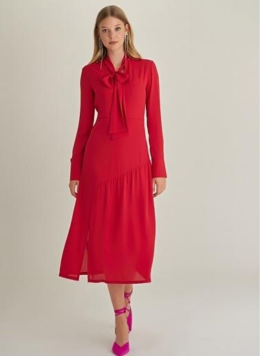 NGSTYLE Fular Yaka Midi Elbise Kırmızı